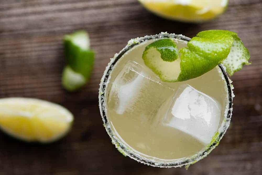 classic margarita cocktail with lime