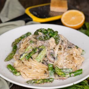 Fettuccine Alfredo with asparagus and mushrooms