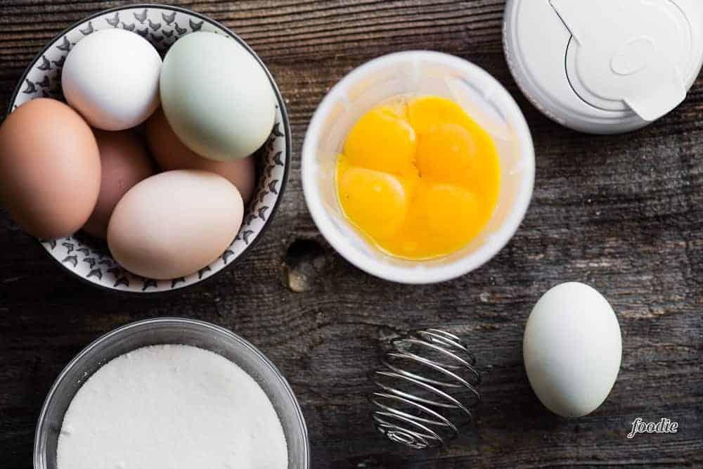 egg yolks and sugar for creme brulee recipe