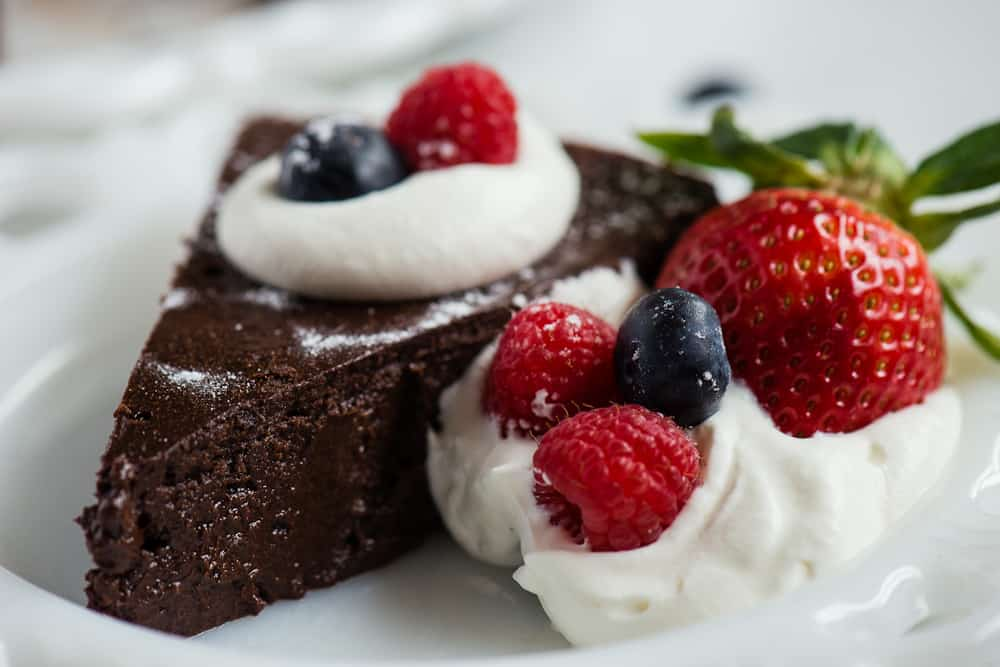 how to make flourless chocolate cake with chocolate chips