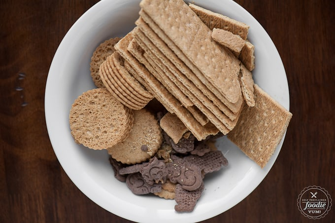 a bowl of graham crackers and cookies