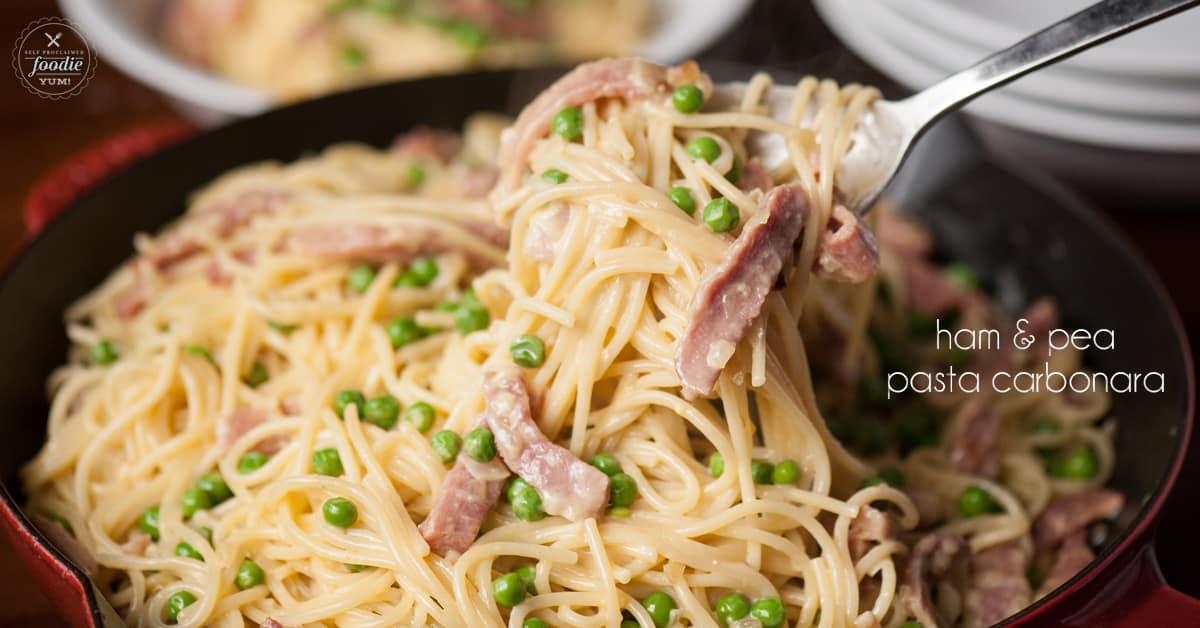 pasta carbonara with peas and ham