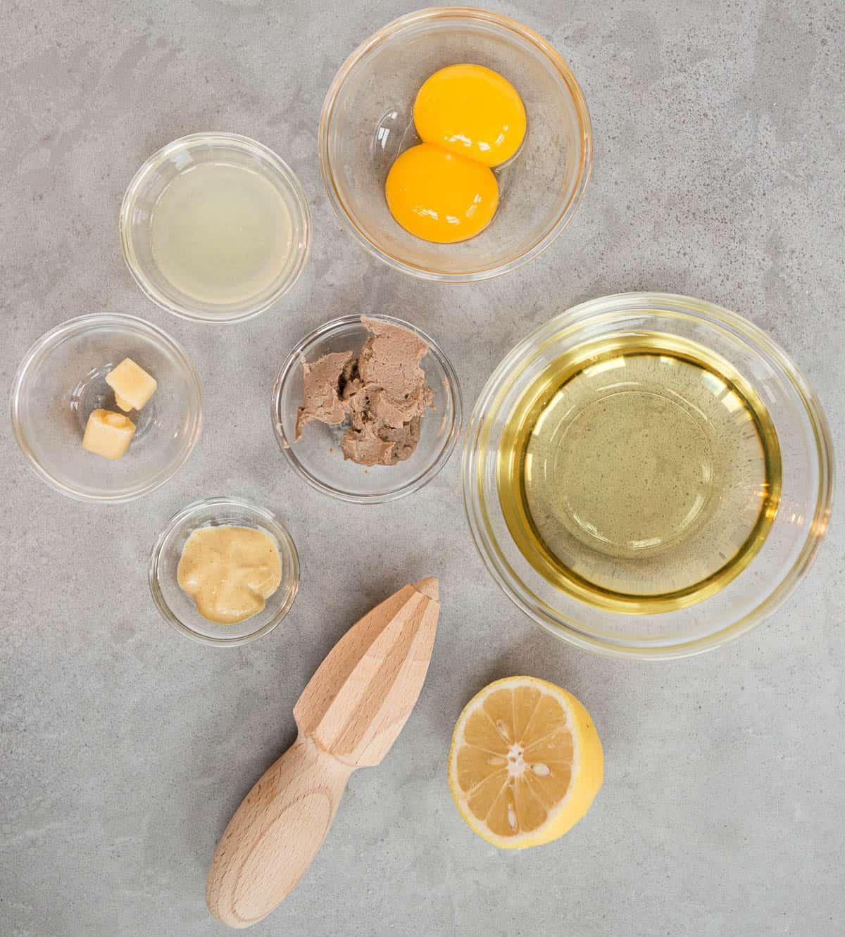 ingredients to make Caesar Salad Dressing