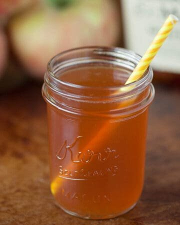 apple cider whiskey cocktail in mason jar