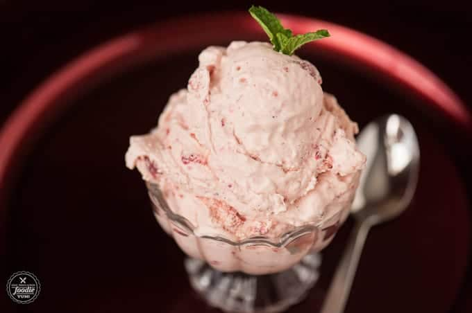When you're looking for a tasty summer treat to help cool you down, nothing quite beats some creamy homemadeOld Fashioned Strawberry Ice Cream.