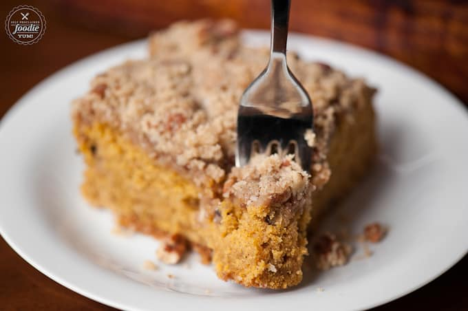A piece of cake on a plate, with Streusel and Coffee cake